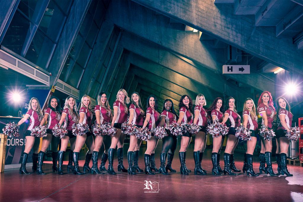 Photo d'équipe en ligne des Geneva Eagle Wild Cheerleader